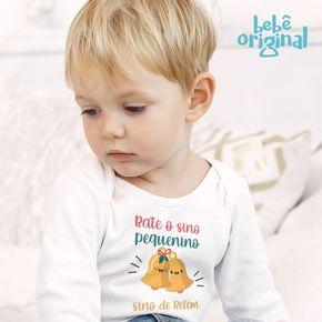 Body-bebe-2020-Mockup-Manga-Longa-Menino-Bate-o-Sino-Pequenino-Sino-de-Belem