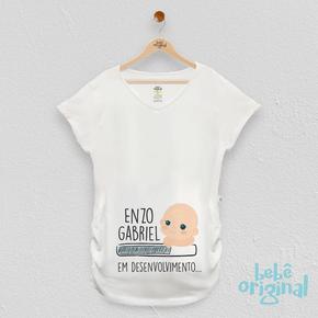mockup-camiseta-bebe-em-desenvolvimento-menino-com-nome